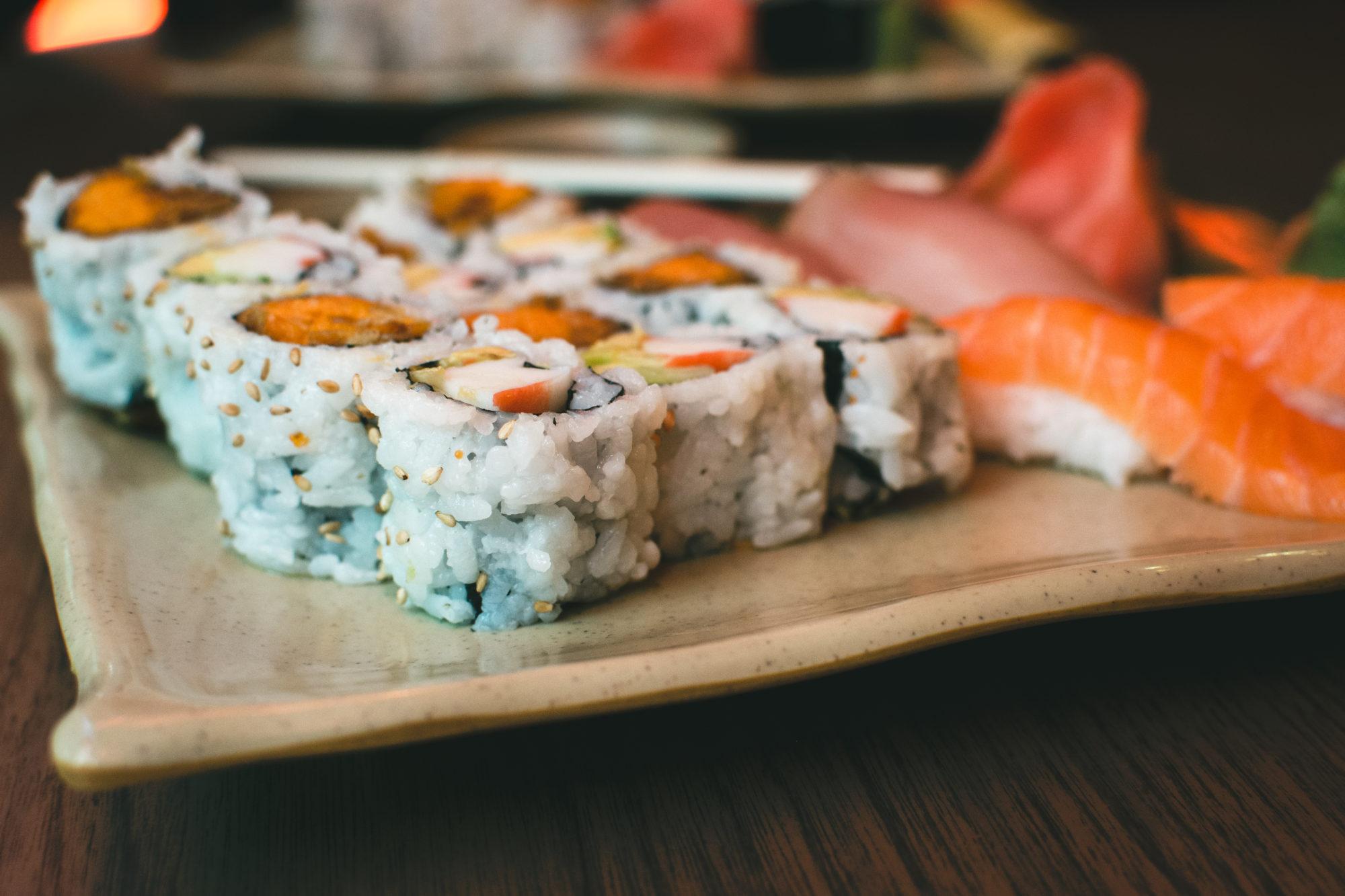 foodiesfeed.com_sushi-yam-maki-rolls1